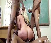 Três paus negros para a professora