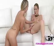 Lesbienne magnétique joue avec la chatte d'une brune en chaleur