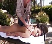 Massaggiata prima di essere scopata