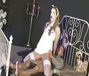 Une salope possédée se fait punir