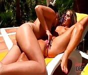 Sexo lésbico com duas mulheres gostosas