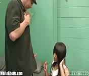 Una ragazza scopa col patrigno