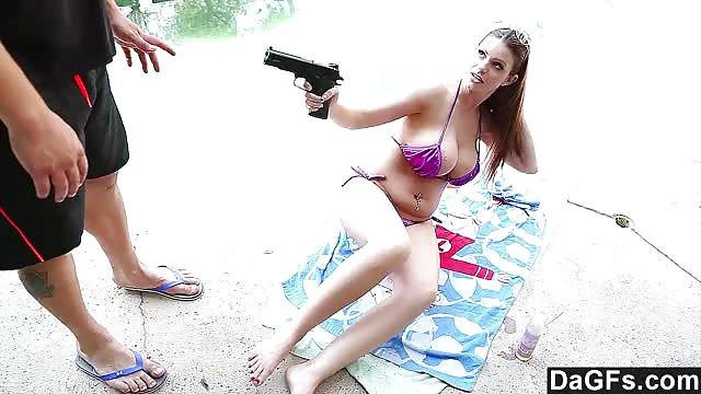 Varios hombres le dan placer a esta chica hentai - Pornes