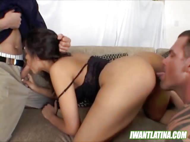 negerlul Eerste dubbele penetratie voor jonge brunette
